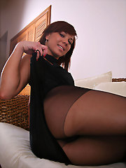 Rita wearing her lacy pantyhose